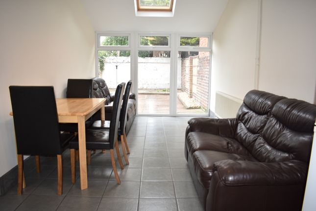 Thumbnail Maisonette to rent in Albert Road, Southsea, Hampshire