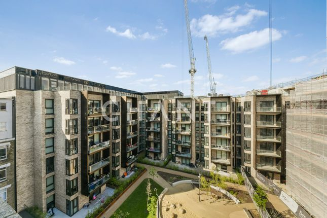 2 bed flat to rent in City Road, London EC1V