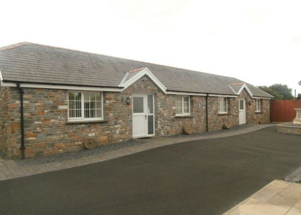 Thumbnail Cottage to rent in Capel Isaf Road, Llanelli