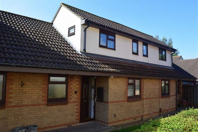 Thumbnail Flat for sale in Brackendale Court, Basildon, Essex