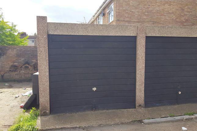 Parking/garage to rent in Henry Street, Chatham