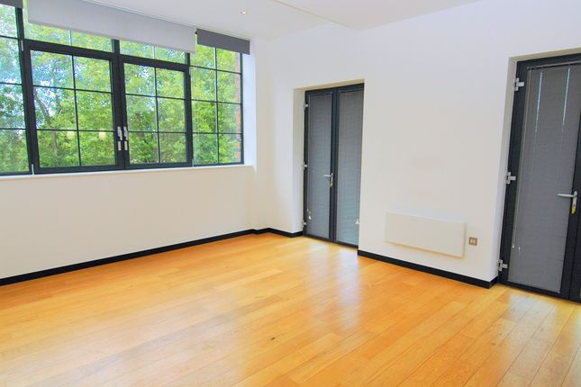 Thumbnail Flat to rent in Abbey Park Road, Leicester