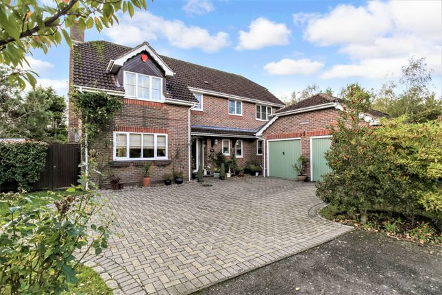Thumbnail Detached house for sale in Pondtail Drive, Horsham