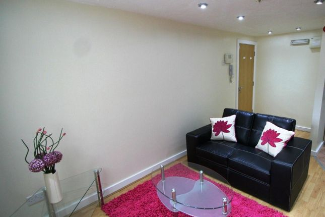 Thumbnail Flat to rent in Flat 2, 65 Woodsley Road, Hyde Park