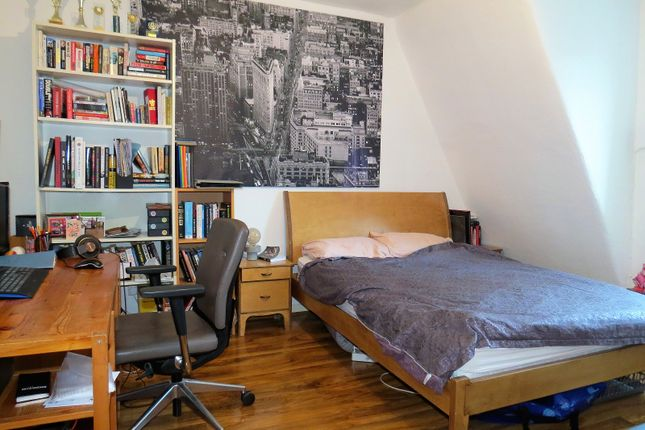 Studio to rent in Fashion Street, London E1