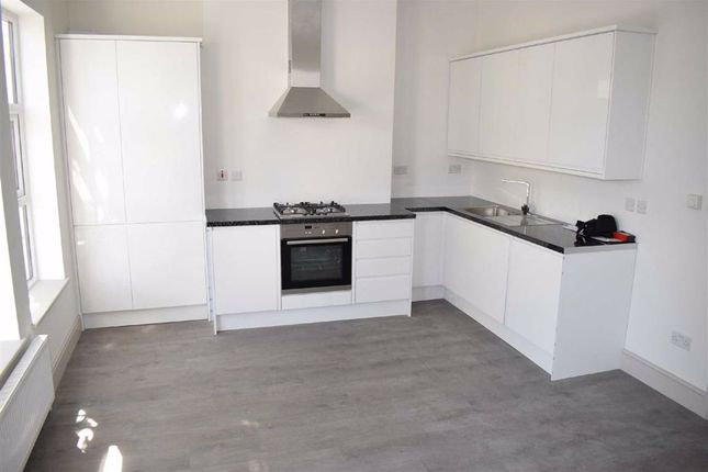 Thumbnail Flat to rent in Hoe Street, Walthamstow, London