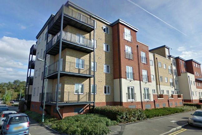2 bed flat to rent in Langstone Way, London