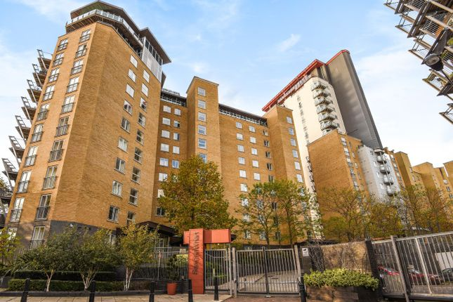 Thumbnail Flat to rent in Hutchings Street, London