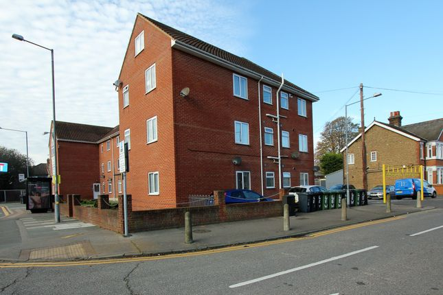 2 bed flat to rent in London Road, Stanford-Le-Hope SS17