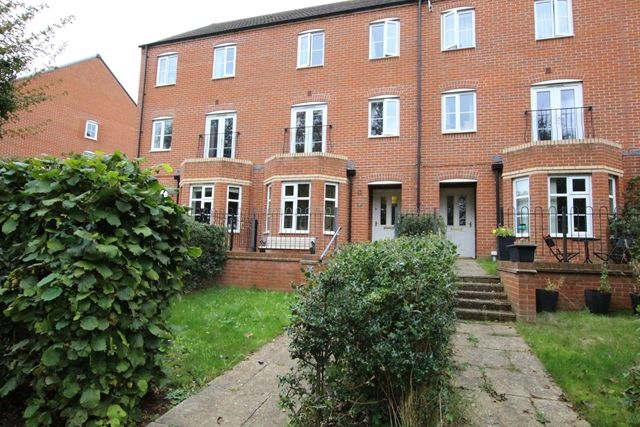 3 bed terraced house to rent in Melrose Walk, Tewkesbury GL20