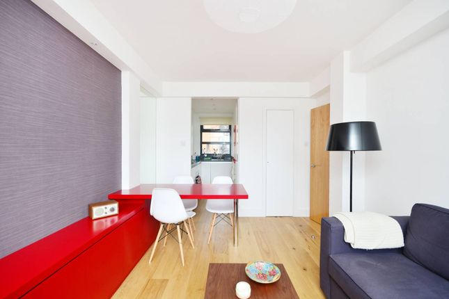2 bed flat for sale in Turner Street, Whitechapel