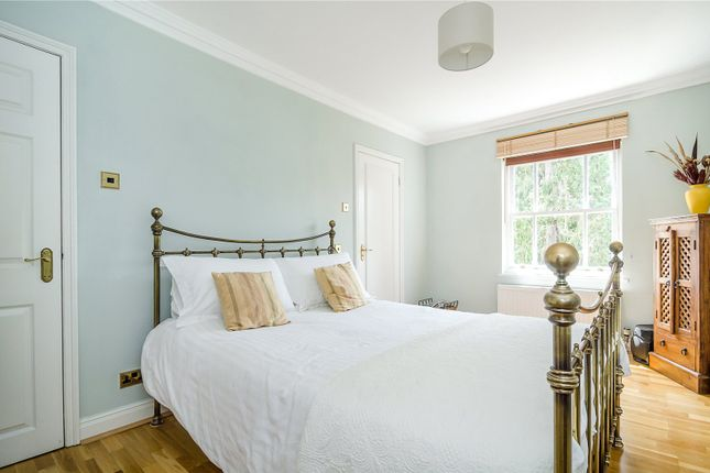 Picture No. 27 of Hampton Court Road, East Molesey KT8