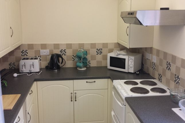 Thumbnail Room to rent in Tatnam Rd, Poole