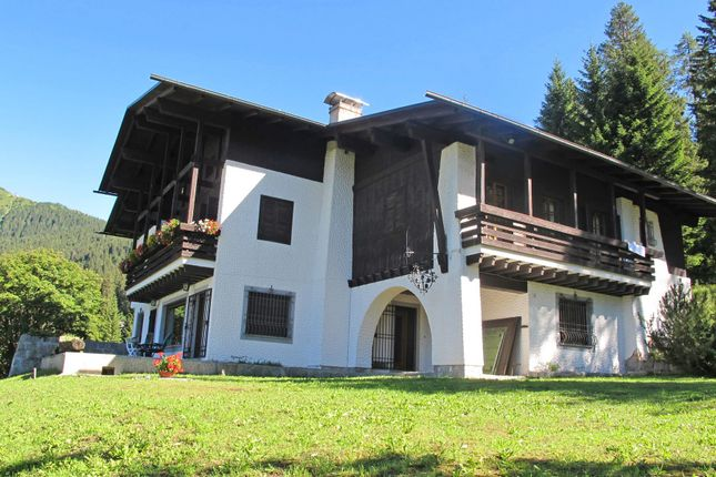 Thumbnail Detached house for sale in Funivie Madonna Di Campiglio, 38086 Madonna di Campiglio Tn, Italy