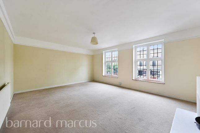 3 bed flat to rent in High Street, Esher KT10
