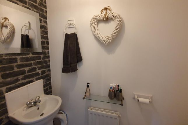 Cloakroom/WC of Glamis Close, Sutton-In-Ashfield NG17
