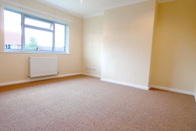 Thumbnail Flat to rent in Lea View, Royton, Oldham