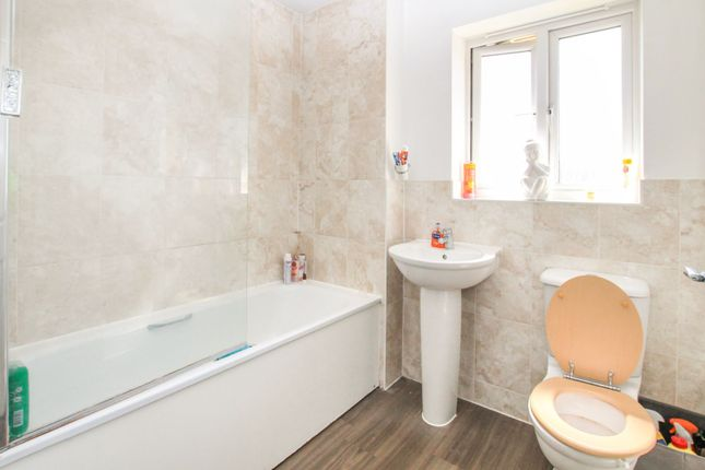 Family Bathroom of Mellowes Road, Hornchurch RM11
