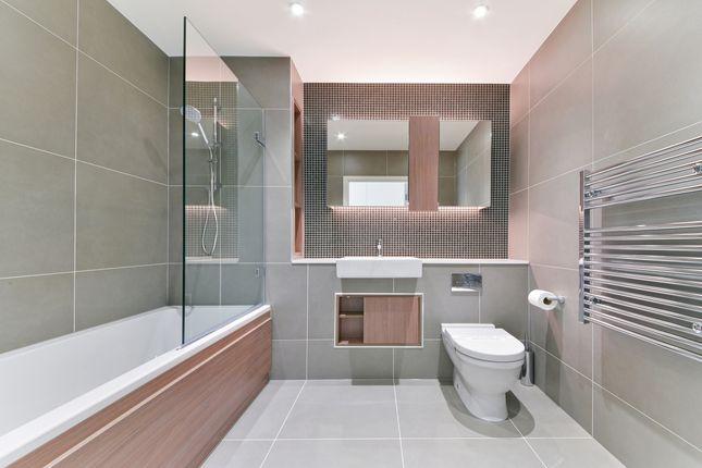 Bathroom of 16 Woodberry Down Finsbury Park, London N4