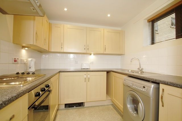 2 bed flat to rent in Woodin's Way, Oxford
