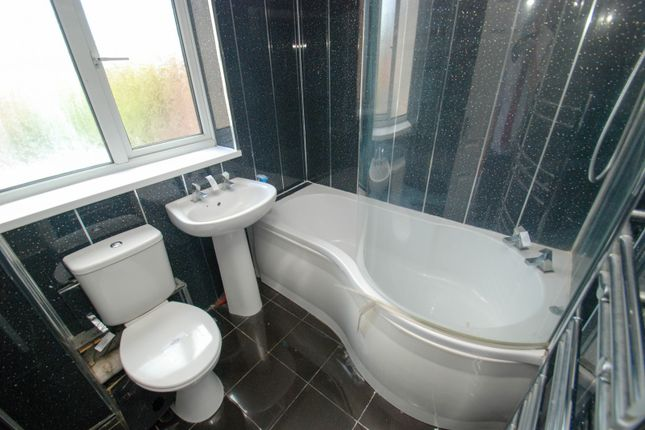 Bathroom of Stoddart Street, South Shields NE34