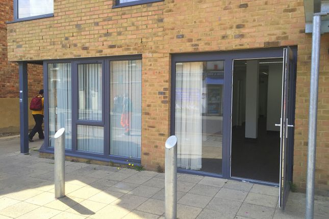 Office to let in Chapter Road, London