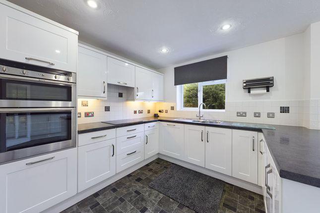 4 bed property to rent in Vine Way, Stonehills, Tewkesbury GL20