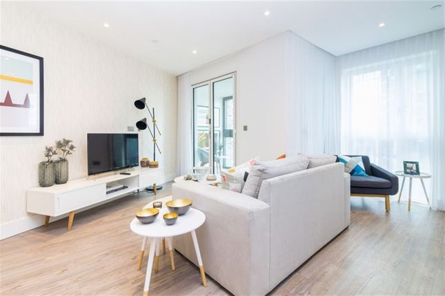 Thumbnail Flat to rent in Aldgate Place, Wiverton Tower, London