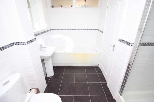 Bathroom of Isis Close, Salford M7
