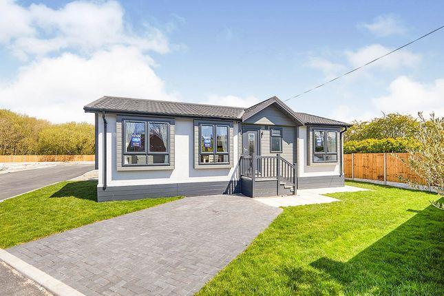 2 bed mobile/park home for sale in Park Road, Overseal, Swadlincote, Derbyshire DE12