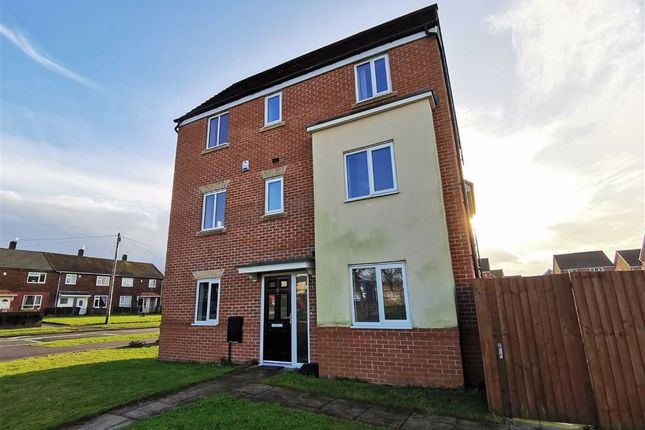 4 bed detached house to rent in Causey Drive, Middleton, Manchester M24