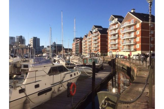 Thumbnail Flat for sale in Neptune Square, Ipswich