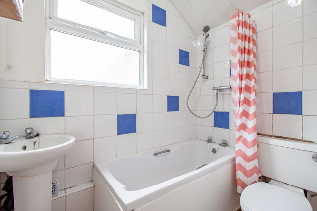 Bathroom of Waldeck Street, Reading, Berkshire RG1