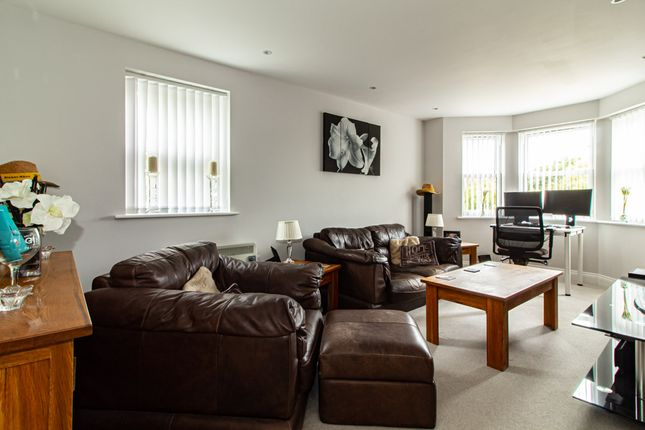 Lounge/Diner of Shakespeare Drive, Westcliff-On-Sea SS0