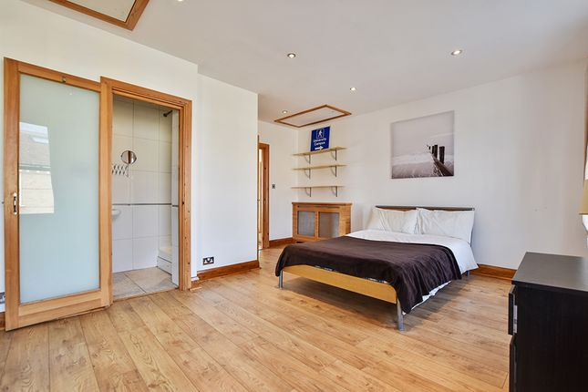 Thumbnail Shared accommodation to rent in Battersea Park Road, London