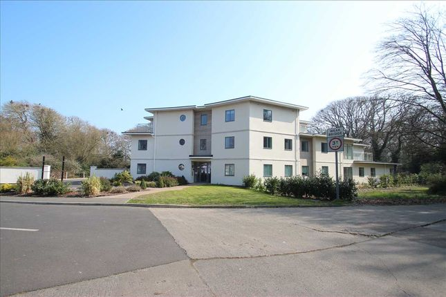 Thumbnail Flat for sale in Park View, Central Avenue, Frnton-On-Sea