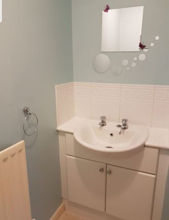 Bathroom of Bessemer Close, Langley, Slough SL3