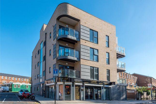 3 bed flat to rent in Boleyn Road, Stoke Newington, London