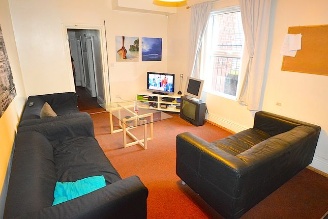 Thumbnail Terraced house to rent in Hanover Square, Leeds City Centre