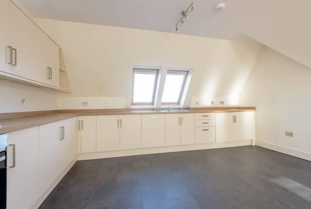 2 bed flat to rent in Westgate, North Berwick EH39