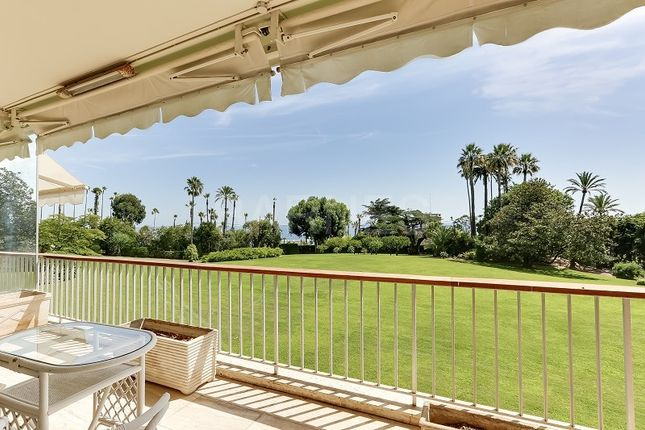 4 bed apartment for sale in Cannes, France