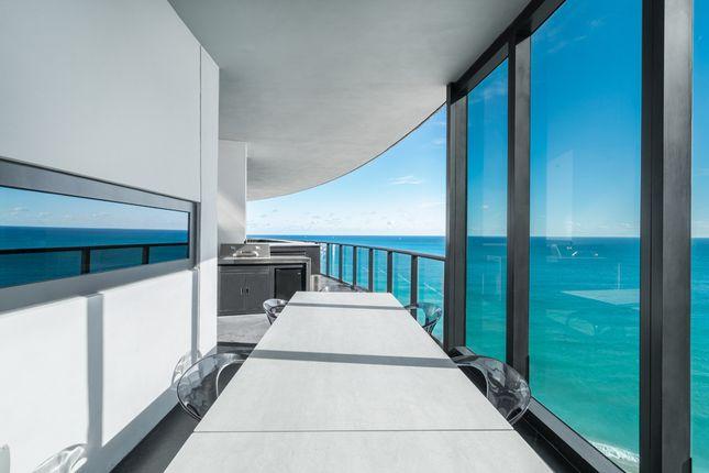 Covered Balcony & Outdoor Dining - Apt 1601 - Porsche Design Tower Miami