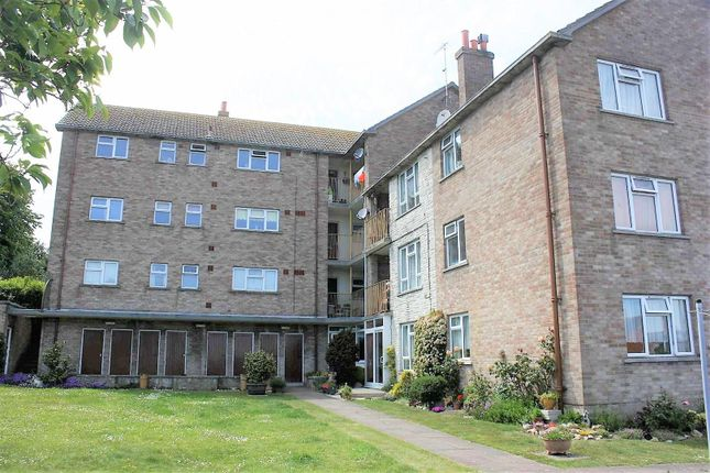 3 bed flat to rent in St. Leonards Road, Weymouth DT4