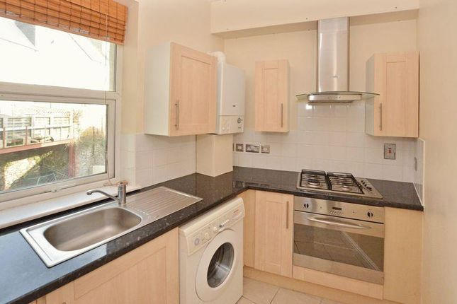 2 bed flat to rent in Babbacombe Road, Torquay