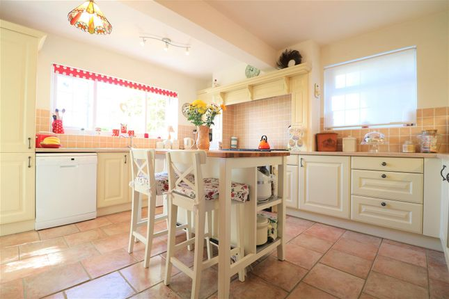 3 bed detached bungalow for sale in Marconi Road, Northfleet, Gravesend