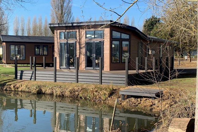 Thumbnail Lodge for sale in Crow Lane, Gt Billing