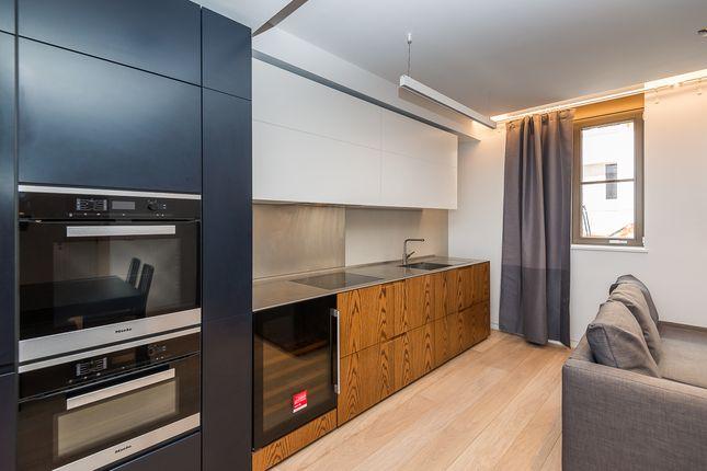 Thumbnail Flat to rent in 25 Bartholomew Close, London