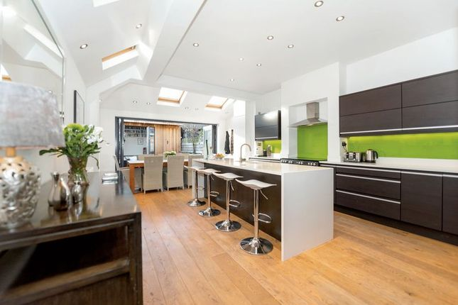 Thumbnail Property for sale in Clonmore Street, London