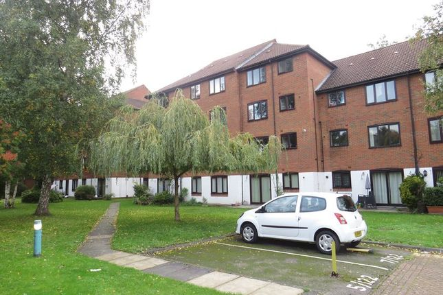 Thumbnail 1 bed flat to rent in Purley Parade, High Street, Purley
