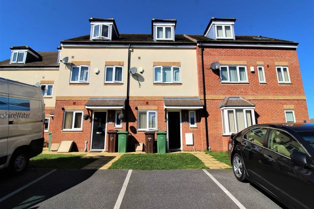 4 bed town house to rent in Melbourne Court, Hemsworth, Pontefract WF9